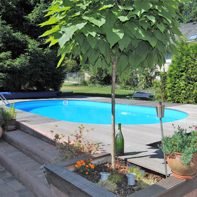 Holzdeck am Pool